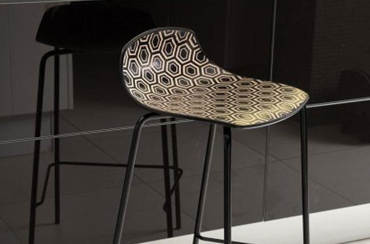 crealine  tabouret bas technopolymere gotha noir et beige structure acier noir mat