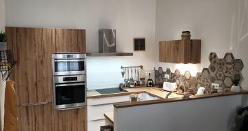 Cuisine Vintage avec un mélange de carrelage et de carreaux de ciment – COMERA Cuisines Montpellier