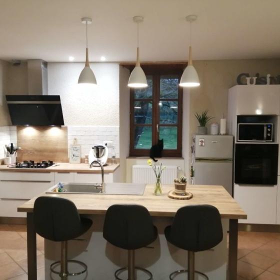 cuisine-amenagee-longueur-ilot-central-fonctionnel-figeac-capdenac