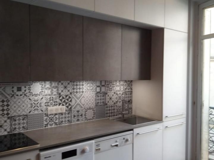 cuisine-blanche-carreaux-de-ciment