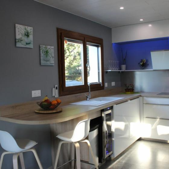 cuisine-bleue-et-bois-ville-la-grand