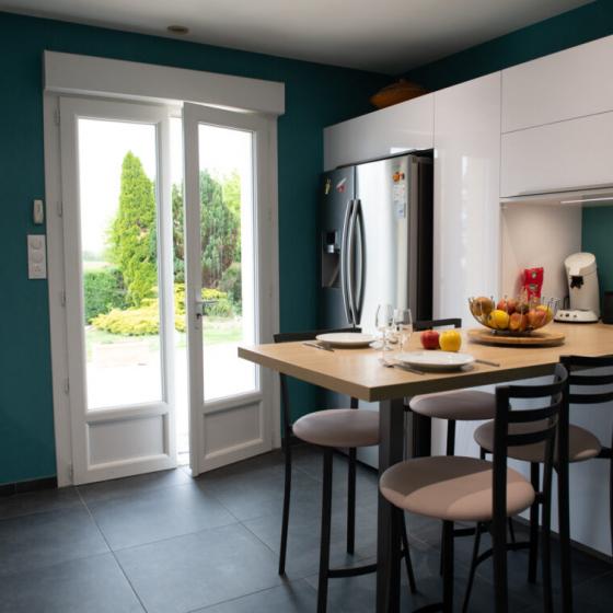 cuisine-fermée-murs-bleus-chateaubriant