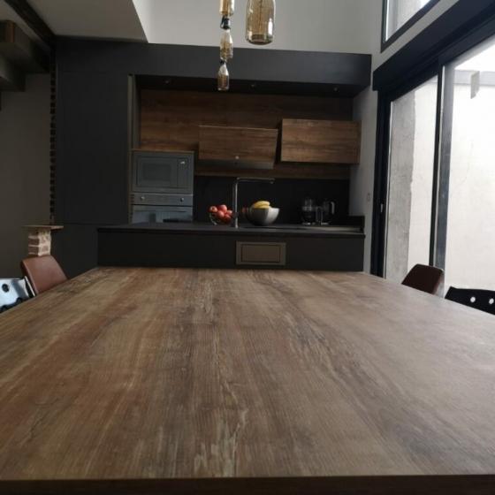 cuisine-noire-et-bois-style-industriel-coignières